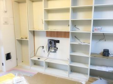 壁面収納施工中 (3)