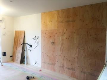壁面収納施工中