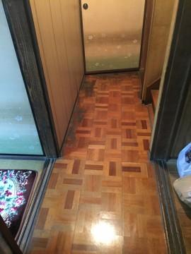 廊下:床鳴り、フロアタイル重ね貼り